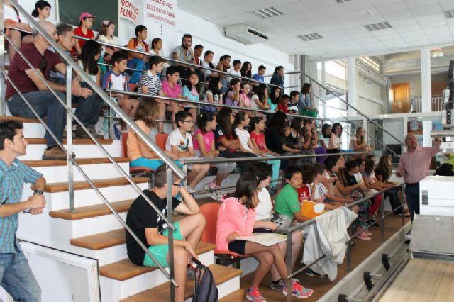 Pedro Cano ofrece una nueva clase magistral a escolares con el pescado como modelo - 4, Foto 4