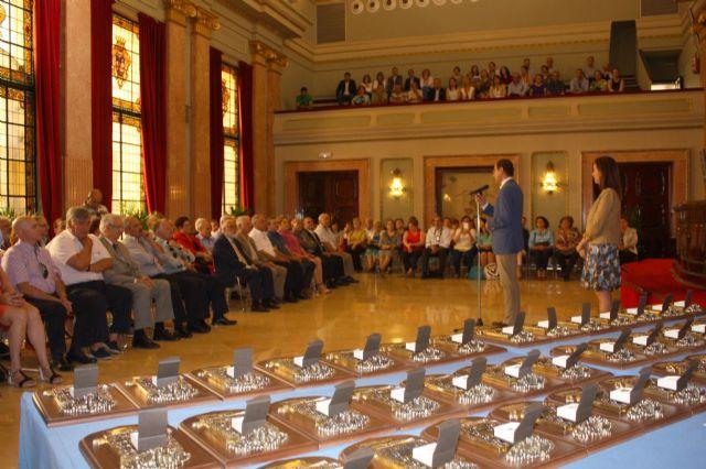 El Alcalde agradece la dedicación a la ciudad a los 60 funcionarios han concluido su carrera profesional en el Ayuntamiento - 2, Foto 2