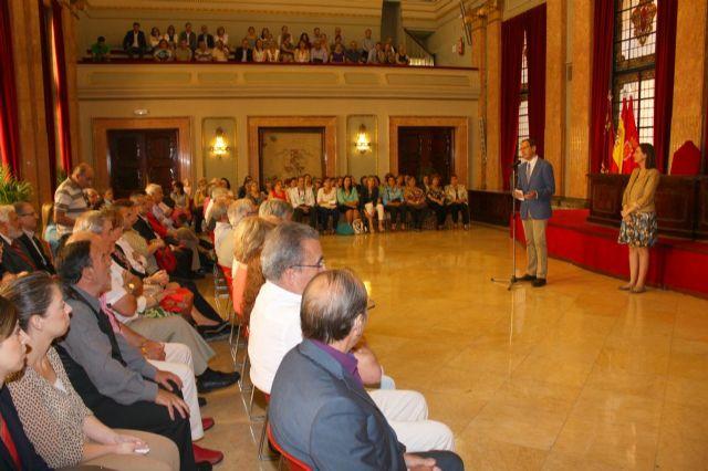 El Alcalde agradece la dedicación a la ciudad a los 60 funcionarios han concluido su carrera profesional en el Ayuntamiento - 3, Foto 3