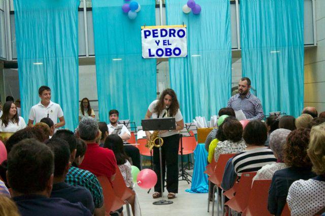 Pequeños y mayores disfrutan del cuento musical Pedro y el Lobo y un Tú sí que vales muy especial - 2, Foto 2