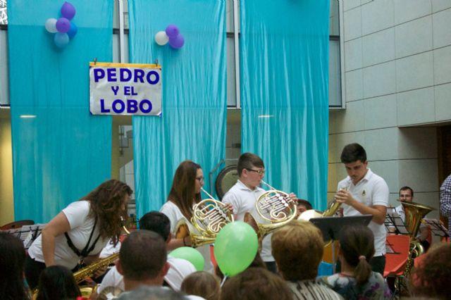Pequeños y mayores disfrutan del cuento musical Pedro y el Lobo y un Tú sí que vales muy especial - 4, Foto 4