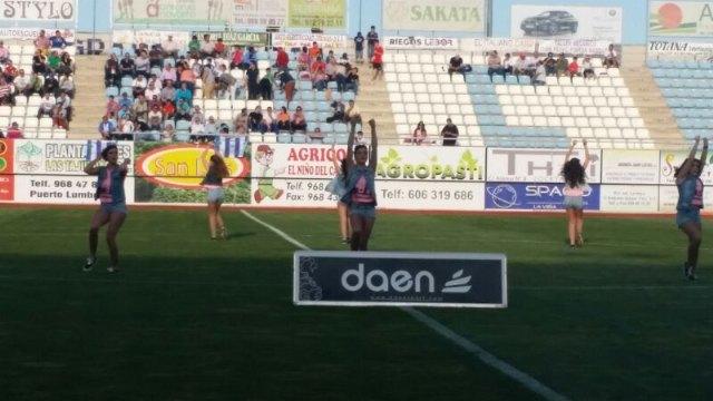 La Escuela de Danza Move - Chari Ruiz bailó en el descanso del partido por el ascenso a la división de Plata del La Hoya-Lorca C.F