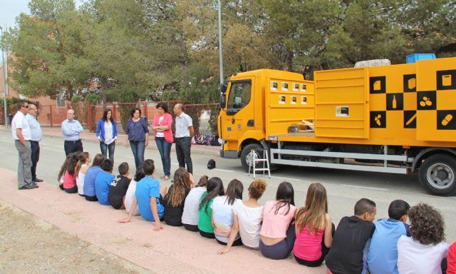Más de 600 estudiantes lumbrerenses conocen el funcionamiento del Ecoparque Móvil para fomentar el reciclaje y la gestión de residuos - 1, Foto 1