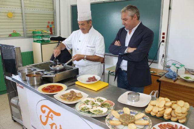 Los escolares de Mazarrón conocen el atún rojo y otros productos de Mazarrón 'cocinando con el alcalde' - 2, Foto 2
