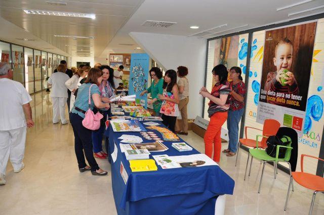 Un expositor instalado en La Arrixaca anima a los murcianos a seguir una dieta equilibrada - 1, Foto 1