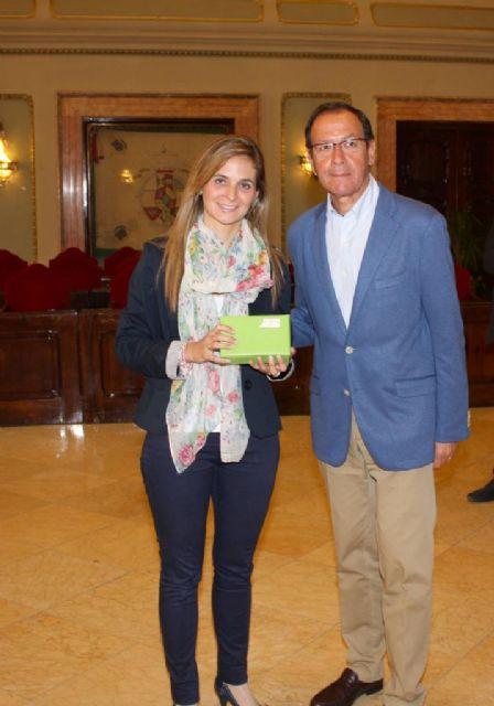 El Alcalde entrega los premios a los ganadores del concurso del decálogo del buen vecino - 2, Foto 2