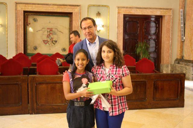 El Alcalde entrega los premios a los ganadores del concurso del decálogo del buen vecino - 4, Foto 4