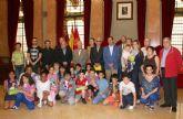 El Alcalde entrega los premios a los ganadores del concurso del decálogo del 'buen vecino'