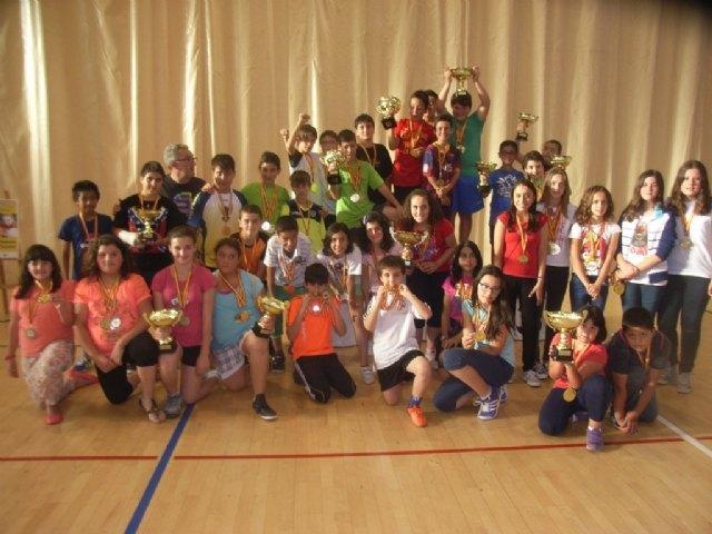 La concejal�a de Deportes llev� a cabo la entrega de trofeos de la fase local de multideporte, baloncesto, balonmano y futbol sala, de Deporte Escolar, Foto 1