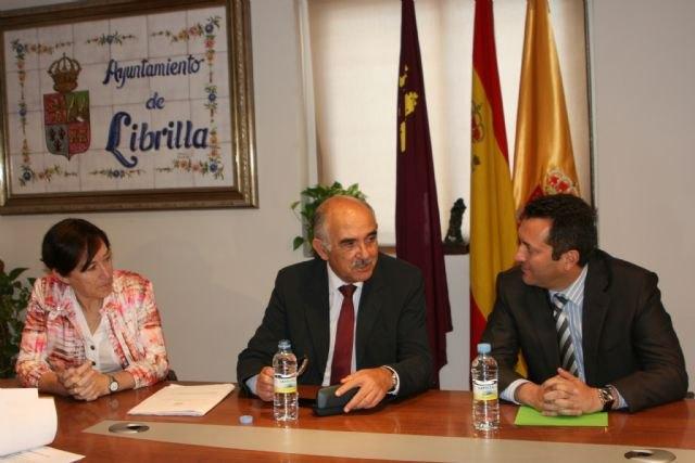 Garre expresa su compromiso de mejorar las instalaciones sanitarias y educativas que demandan los vecinos de Librilla y Alhama, Foto 2