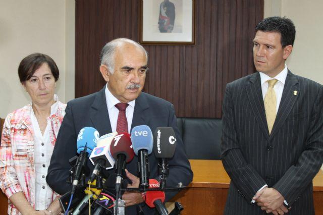 El presidente regional anuncia en su visita al municipio que la construcción del nuevo edificio del Valle de Leiva se hará a cargo de fondo FEDER, Foto 2