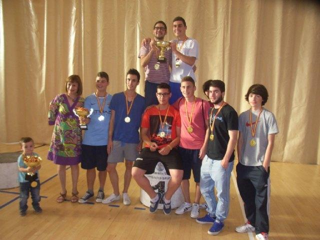 La concejalía de Deportes llevó a cabo la entrega de trofeos de la fase local de multideporte, baloncesto, balonmano y futbol sala, de Deporte Escolar - 10