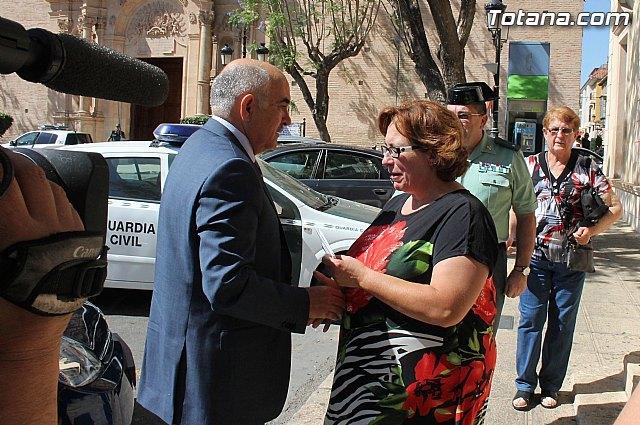 La Asociación de Mujeres Rurales del Raiguero entrega una carta al Presidente de la Comunidad, Foto 1