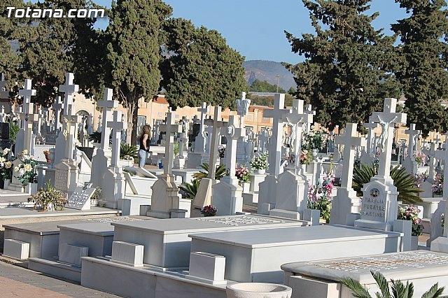 El ayuntamiento adjudica el nuevo contrato de servicio de mantenimiento del cementerio municipal Nuestra Señora del Carmen, Foto 2