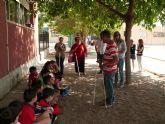Escolares de El Mirador se acercan a la discapacidad experimentando las dificultades diarias de las personas que las padecen