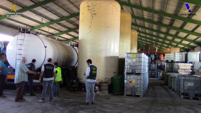 Desmantelada una organización criminal a nivel nacional dedicada al fraude fiscal mediante la adulteración de hidrocarburos, Foto 2