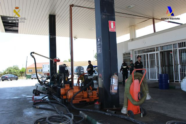 Desmantelada una organización criminal a nivel nacional dedicada al fraude fiscal mediante la adulteración de hidrocarburos, Foto 3