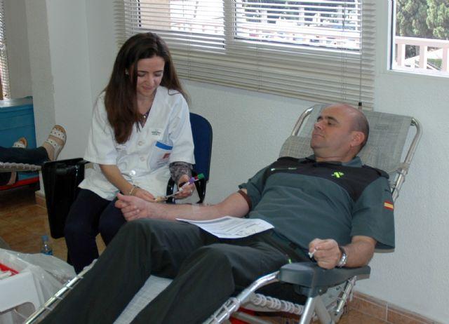 La Guardia Civil colabora altruistamente en la campaña de donación de sangre en varias localidades de la región, Foto 1