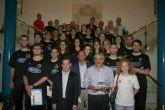 El alcalde recibe a los tres equipos ascendidos del club baloncesto JAIRIS de Alcantarilla