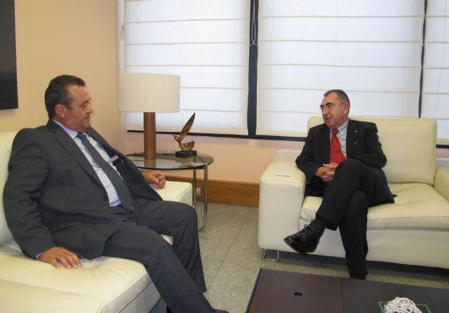 El consejero Manuel Campos se reúne con el vicepresidente de ETOSA, Foto 1