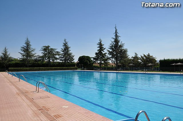 """Tomorrow, Friday, June 13, the pool of the sports center """"December 6"""" of Totana open"""