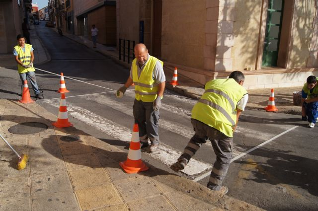 Works carried repainting road markings in the main streets of the city center