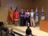 El Ministro entrega a la concejal de Turismo de Los Alcázares las 6 'Q de Calidad Turística'