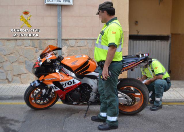 La Guardia Civil detiene al conductor de una motocicleta que triplicaba la velocidad máxima permitida, Foto 2