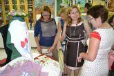 La asociación de Amas de Casa expone las manualidades y labores realizadas durante el curso