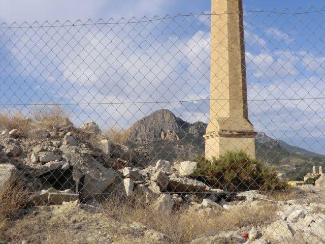 IU-Verdes de Cieza denuncia la deplorable situación de la escombrera junto a la antigua chimenea de Los Guiraos - 2, Foto 2