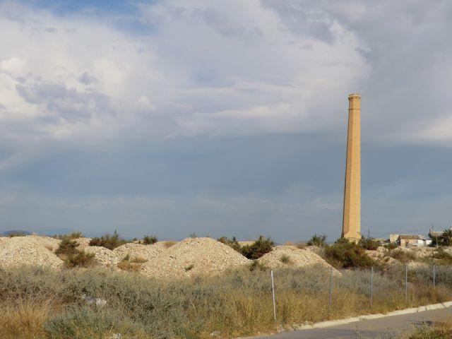IU-Verdes de Cieza denuncia la deplorable situación de la escombrera junto a la antigua chimenea de Los Guiraos - 3, Foto 3