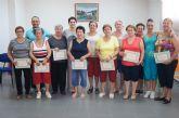 Una veintena de mujeres participan en el curso de gimnasia para mayores que se ha desarrollado durante todo el año en El Paretón