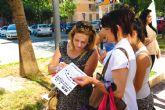 Trabajadores, padres y alumnos del Programa de Cualificación Profesional Inicial recogen firmas para exigir que no desaparezca