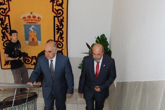 Alberto Garre se compromete a acelerar la construcción de la rotonda de acceso al Complejo Deportivo, Foto 1