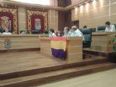 IU-Verdes despliega una bandera republicana en el Pleno del Ayuntamiento de Molina de Segura