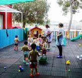 Los niños de la Escuela Infantil 'Reina Sofía' de Alguazas reciben las vacaciones de verano con una Fiesta del Agua
