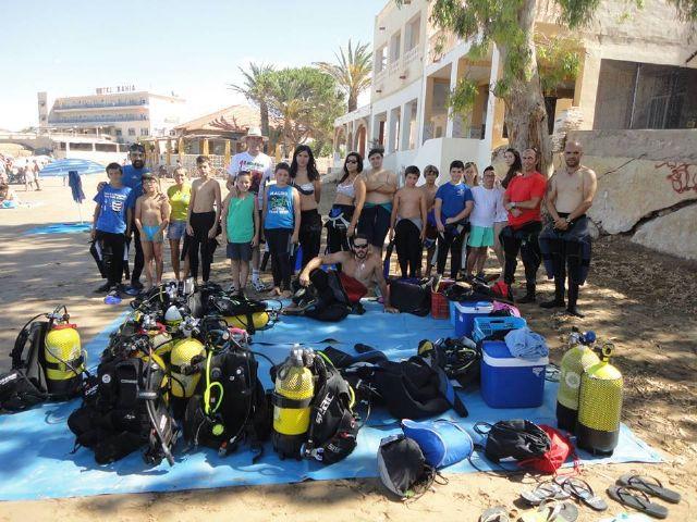 Una veintena de participantes recibe su bautismo de buceo en nuestra costa, Foto 2