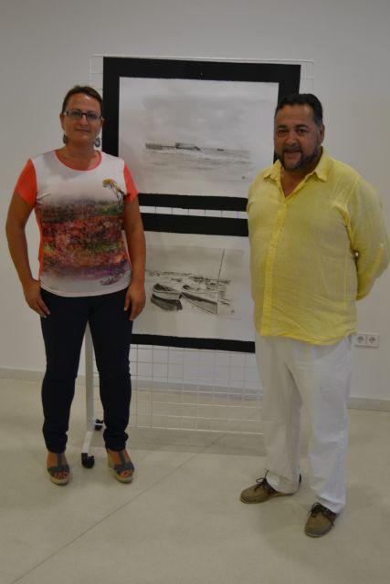 El pintor Marcelino Menéndez recrea escenas de la historia pinatarense en la exposición Blanco y Negro - 1, Foto 1