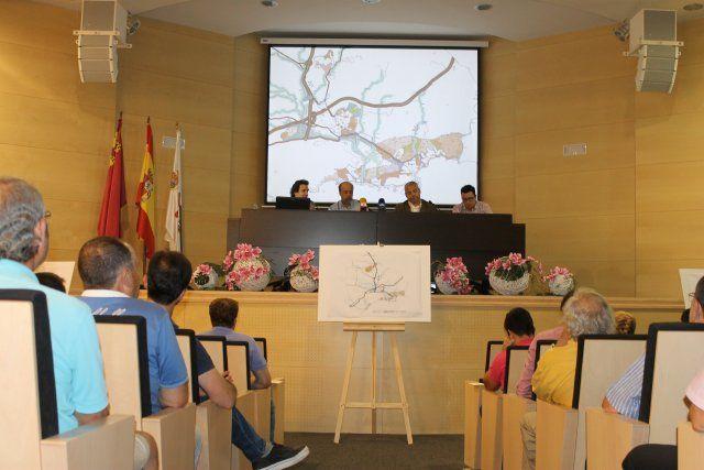 Más de cien personas acuden a la exposición pública del Plan General de Ordenación Urbana, Foto 1