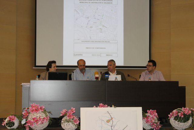 Más de cien personas acuden a la exposición pública del Plan General de Ordenación Urbana, Foto 2