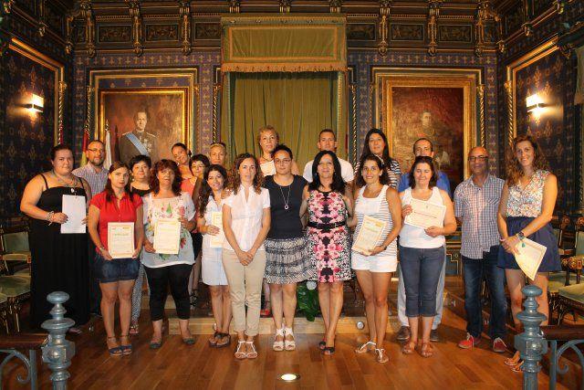 Una veintena de alumnas obtiene el certificado de atención sociosanitaria a domicilio, Foto 1