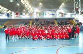 Medio centenar de niños participa en los campus de verano de fútbol sala y baloncesto