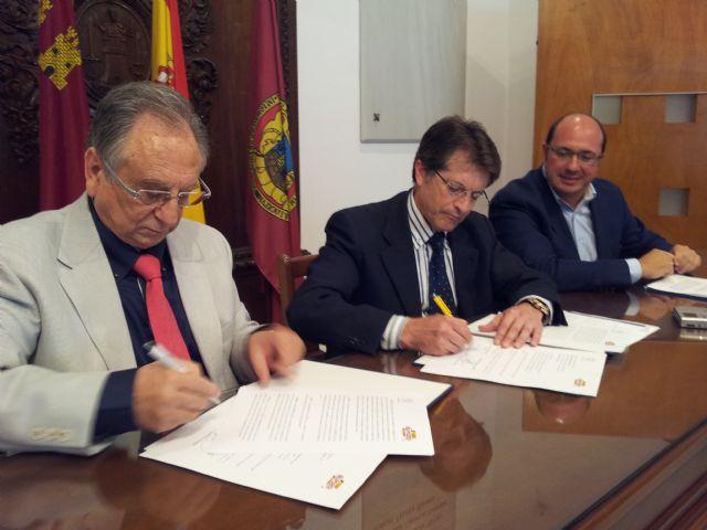 El Ayuntamiento de Lorca y ElPozo firman un acuerdo, Foto 1