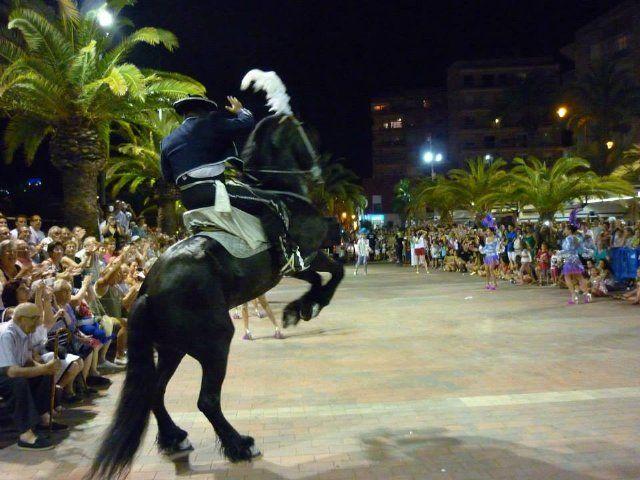 El carnaval de verano llena hoy de color el paseo marítimo de Puerto de Mazarrón, Foto 3