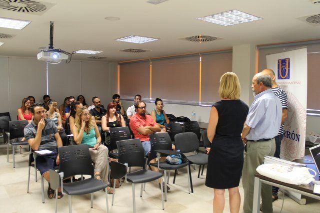 La Universidad del Mar dedica un curso a la educación ambiental con teoría y práctica en nuestra costa, Foto 1