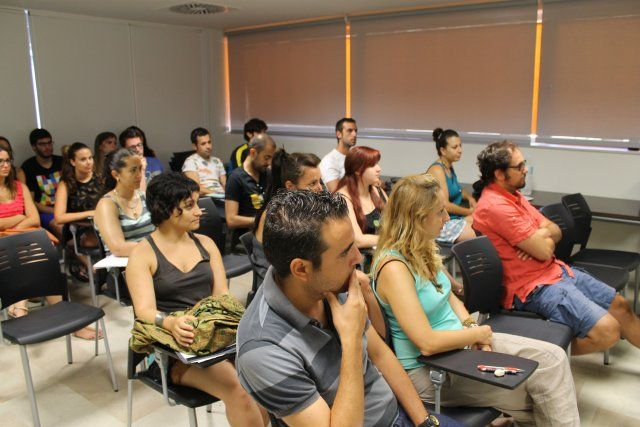 La Universidad del Mar dedica un curso a la educación ambiental con teoría y práctica en nuestra costa, Foto 3