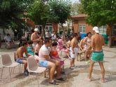 Los usuarios del Centro de Día 'José Moyá' disfrutan de una jornada lúdica de verano con motivo de las actividades de final de curso