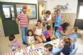 Los pequeños de Asteamur reciben a la alcaldesa en su guardería