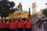 Cientos de personas acompañan al patrón de Totana, Santiago Apóstol, por la calles en procesión