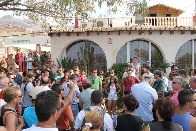 La oposición vecinal y el apoyo del ayuntamiento consigue una morataria en los plazos del derribo de La Siesta, Foto 5